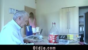 tenåring blowjob doggystyle gammel mann